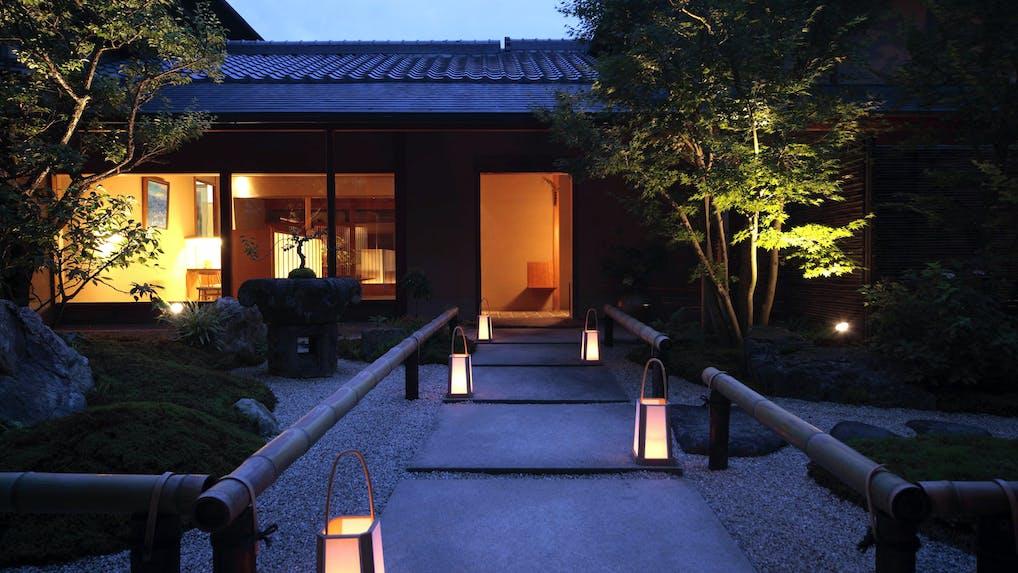 回遊式庭園と一体となった、華族の別邸宿
