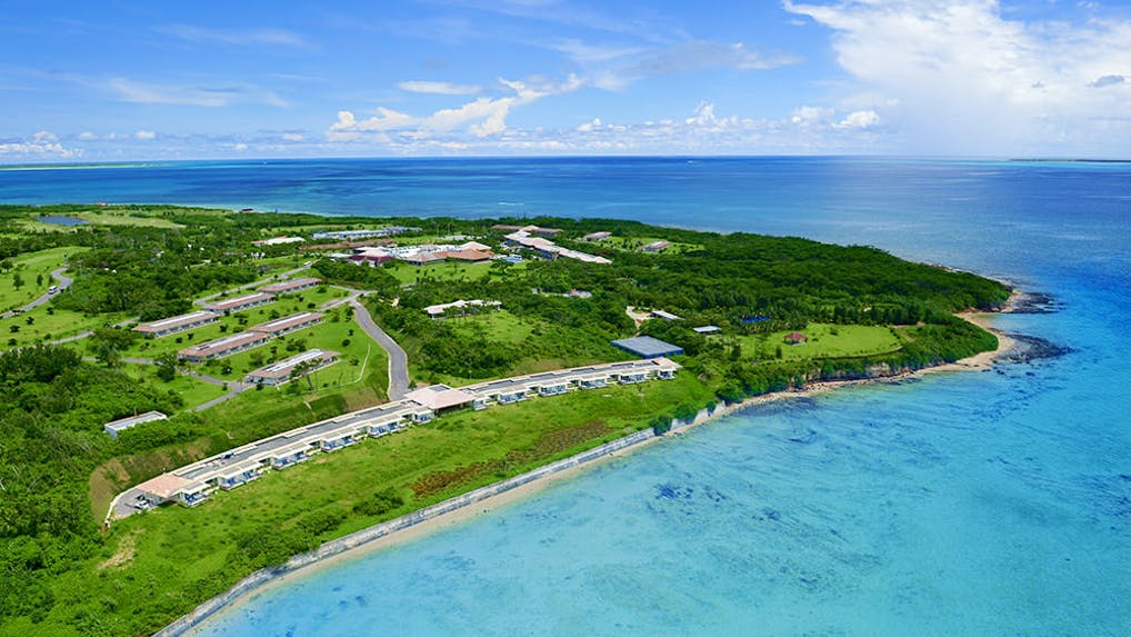 世界屈指の珊瑚礁と星空が待ち受ける新鮮な喜びと癒しに満ちた島リゾート
