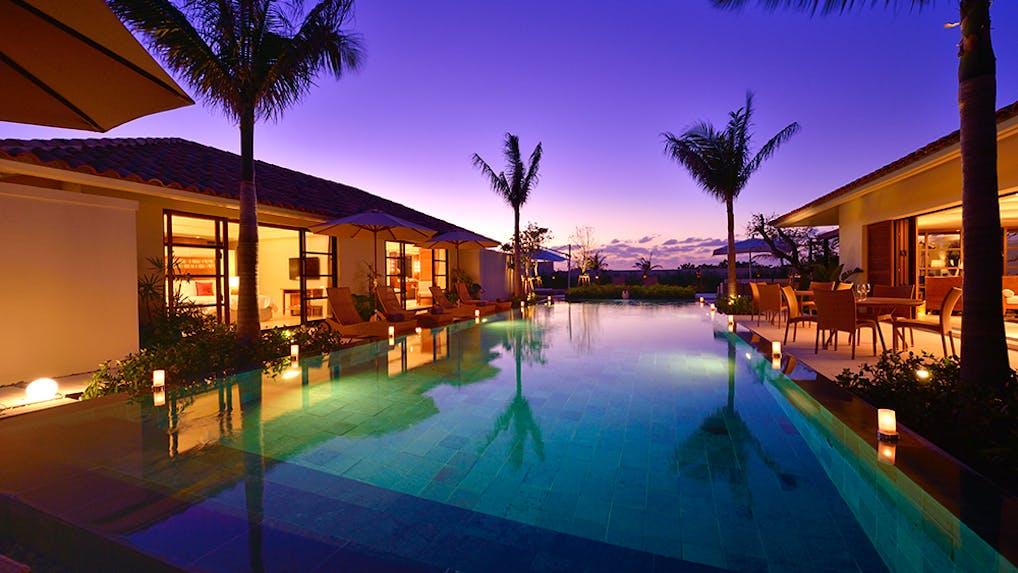 南国の絶景地に建つ豪奢なヴィラ・リゾートで 極上の開放とプライベート感に満ち足りる