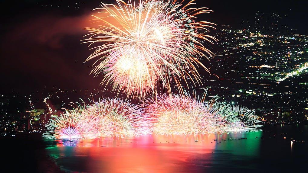 間近で感動!お部屋で諏訪湖の花火が楽しめる宿4選