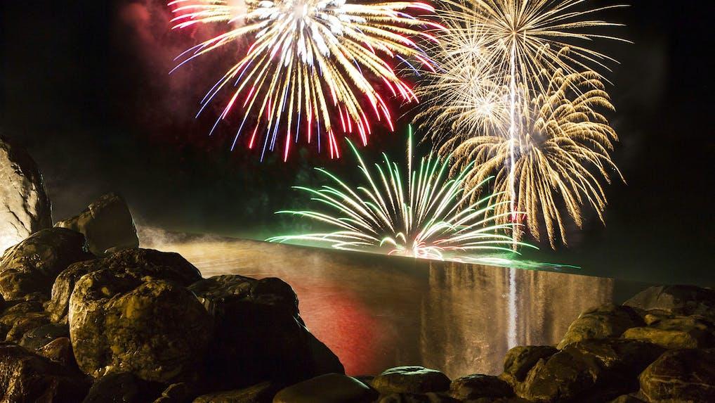 大迫力の洞爺湖花火を堪能できるリゾートホテル3選