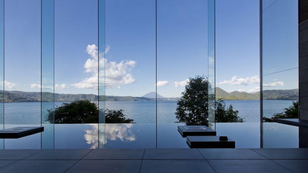 レイクビューの絶景と温泉に癒される湖畔リゾート