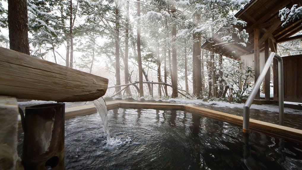 冬の贅沢、雪見風呂を愉しめる宿6選