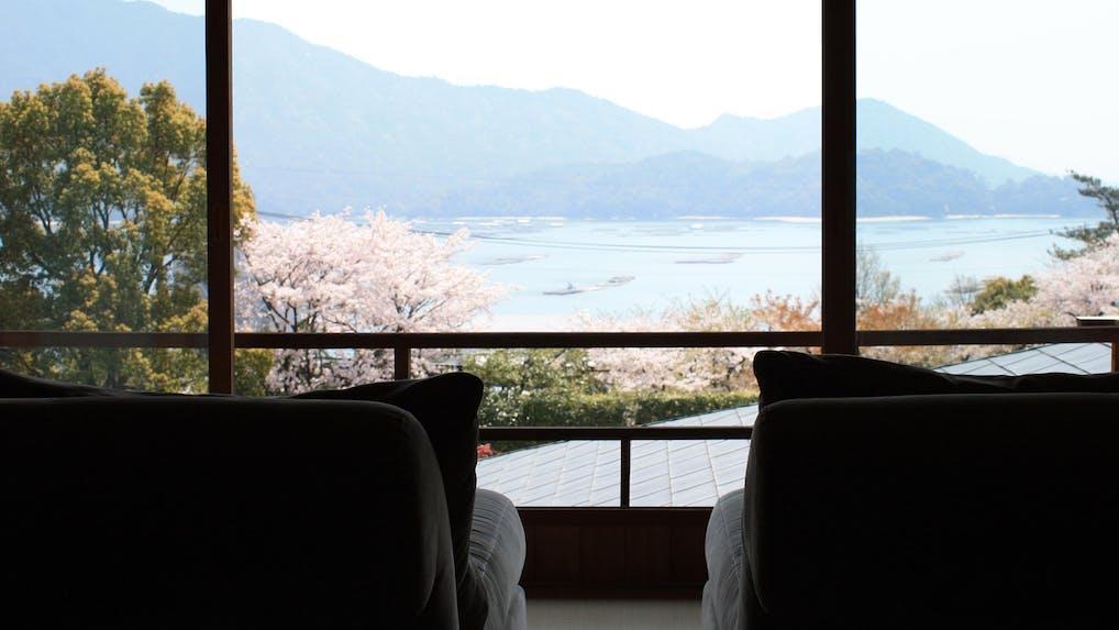 宮島を眼下に日本庭園と温泉でくつろぐ贅沢