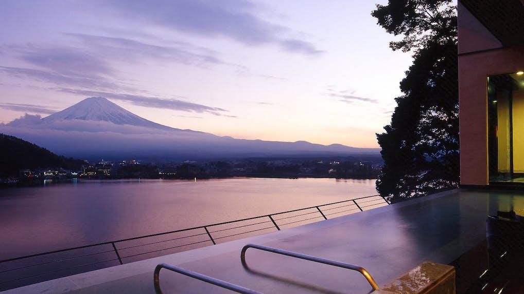 陽射しとそよ風に抱かれて富士山を独り占め