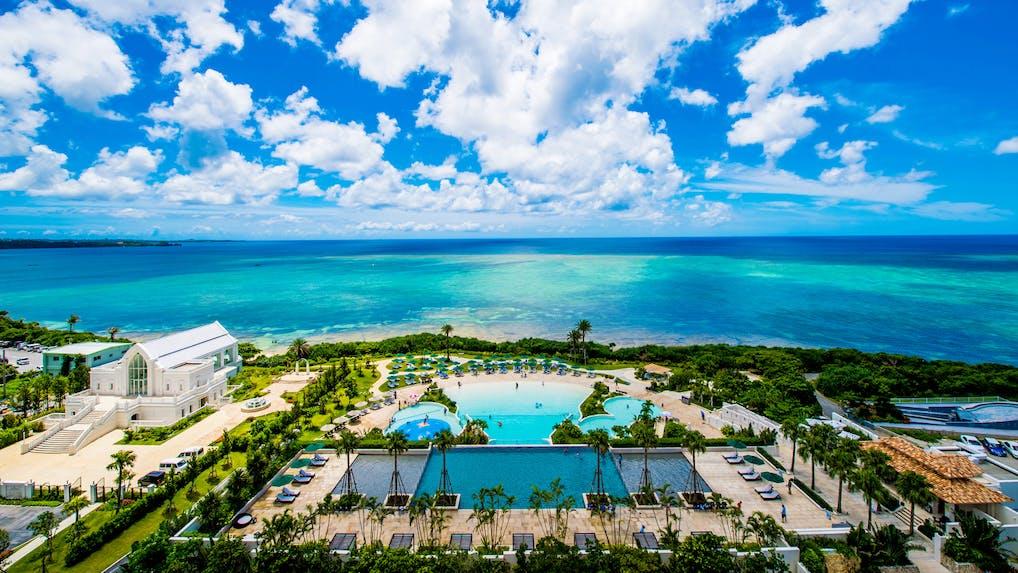 海を一望!プールが自慢の沖縄リゾート特集