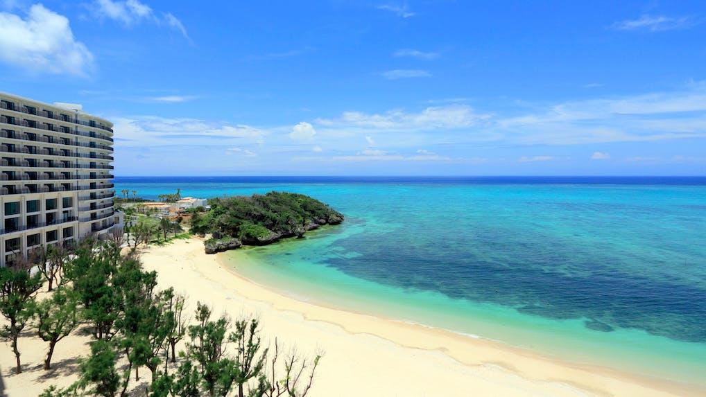 海とプール、豊富なアクティビティを楽しむ沖縄リゾート