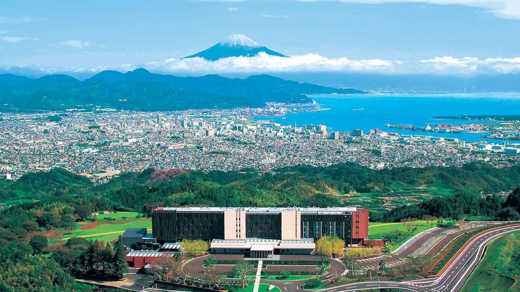 「風景美術館」の中で富士の絶景に溶け込む慶び