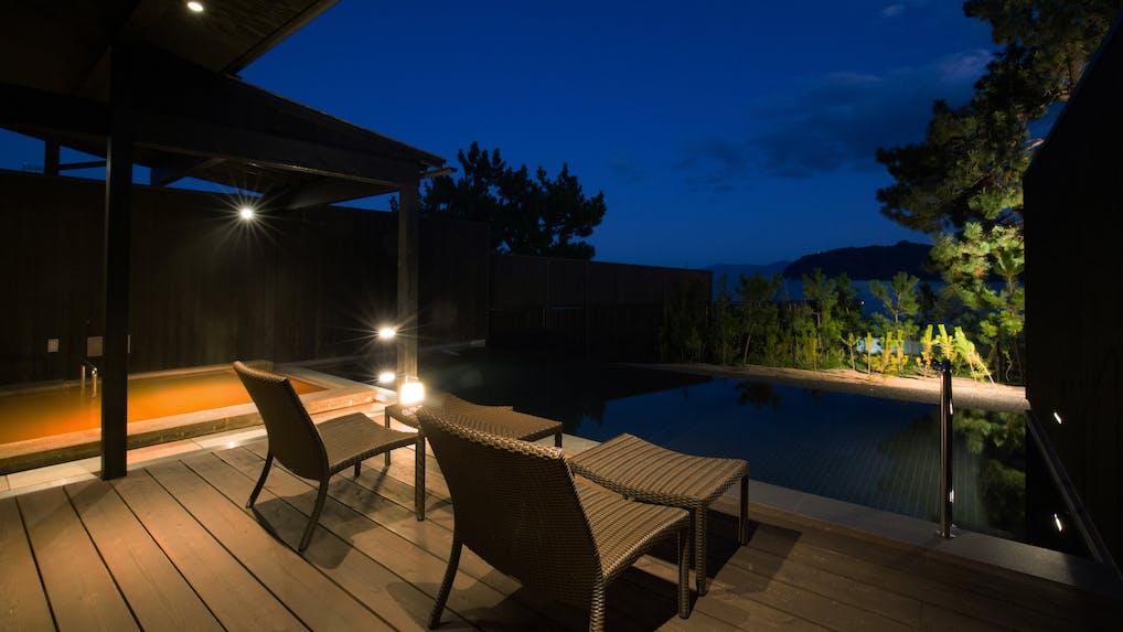 客室露天風呂で温泉と星空を楽しむ旅
