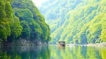 渡し船で向かう、自然と伝統に囲まれた静寂の宿
