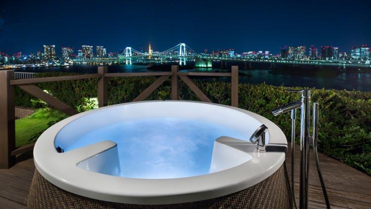 美しい夜景に癒されるホテルのビューバス特集