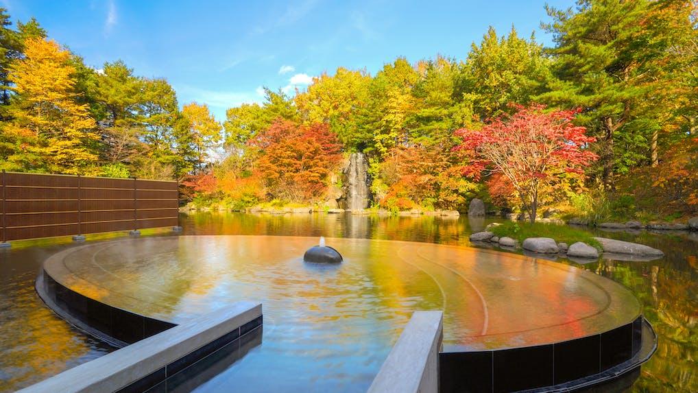 露天風呂から紅葉が見える宿(東日本編)
