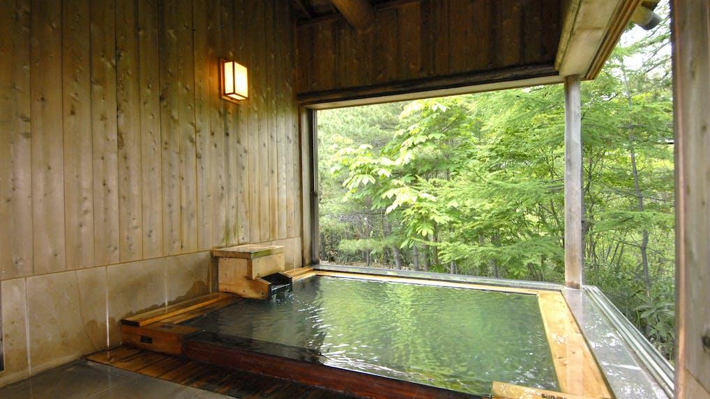草津の名湯と三千坪の自然林に深く癒される旅