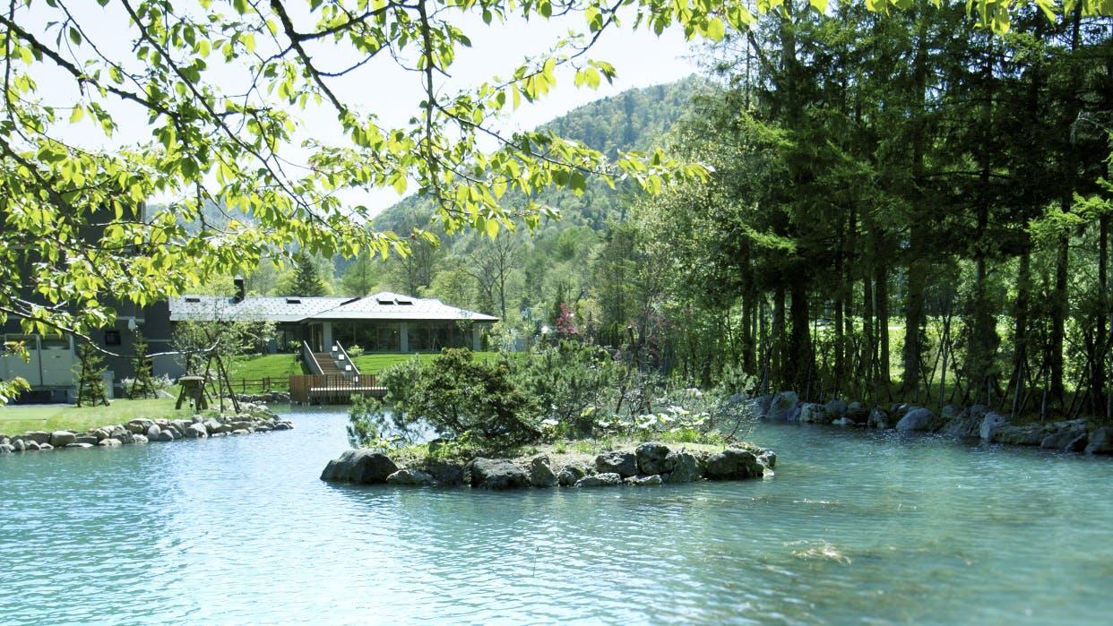 四季折々の自然を感じる北海道の和スイート