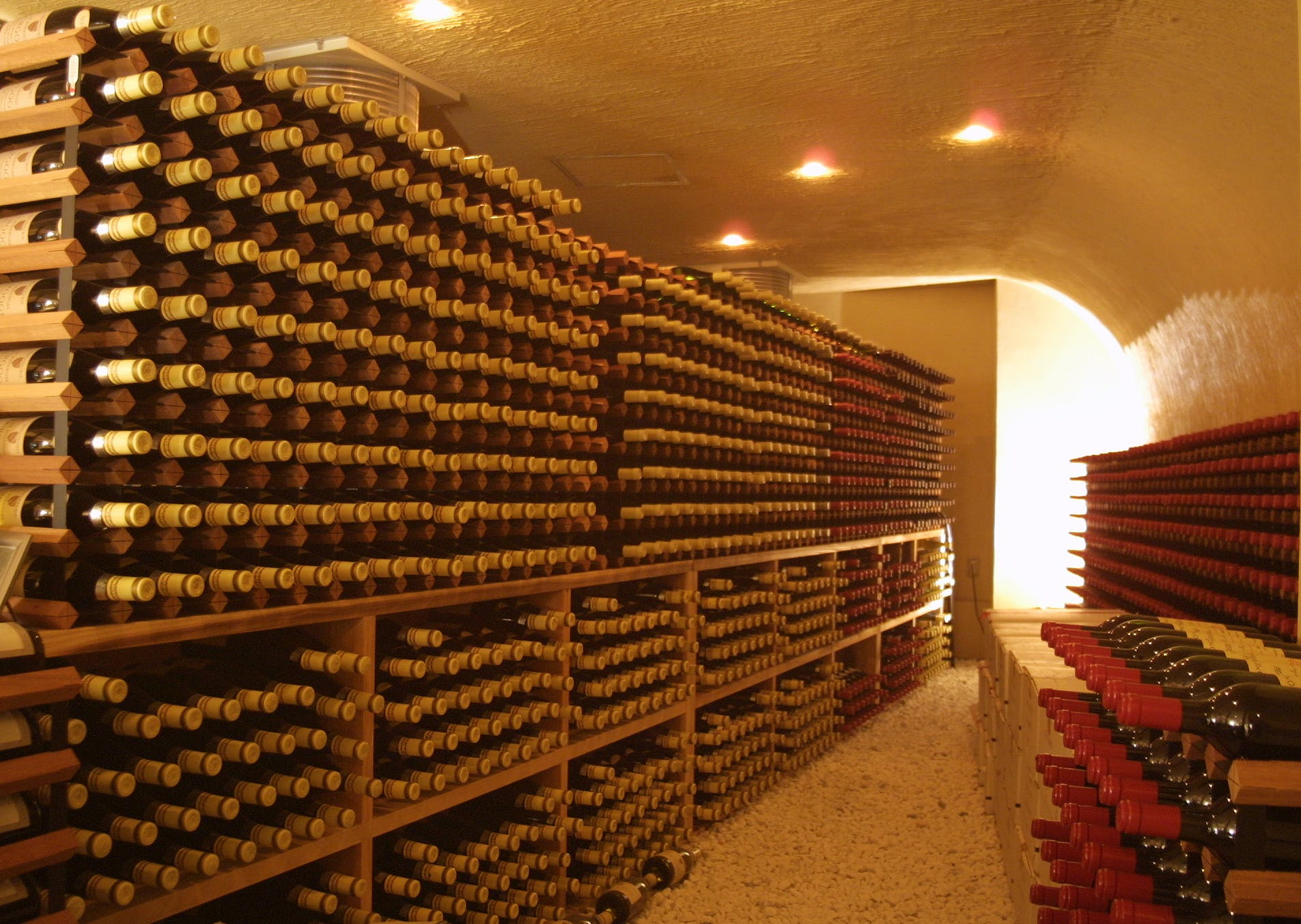 天橋立の絶景とワイン5万本の甘美に酔う