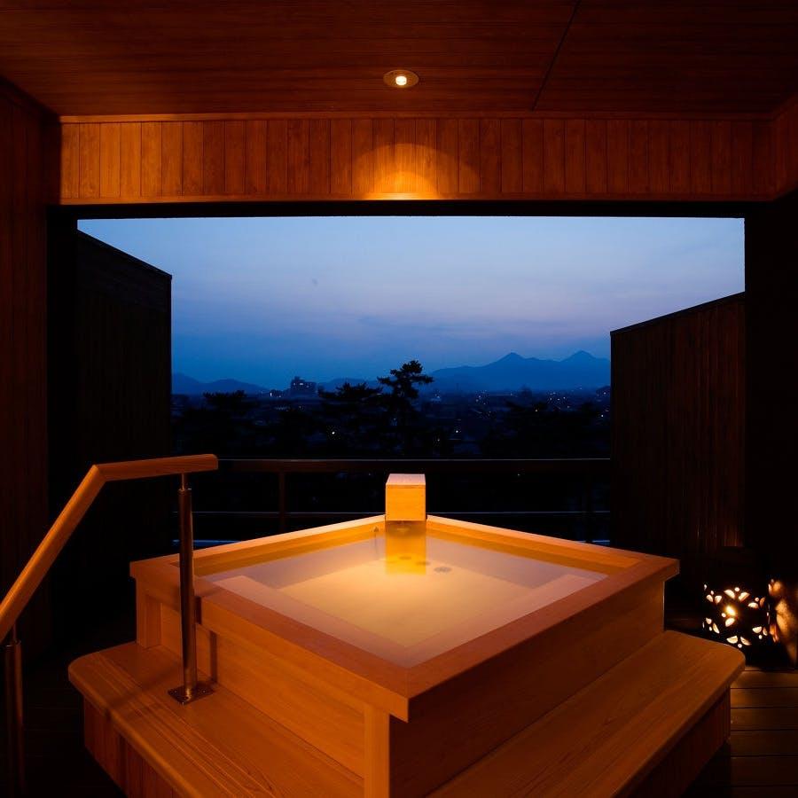 歴史ある名旅館のモダンな貸切風呂
