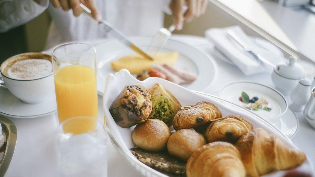 都内ラグジュアリーホテルで楽しむ優雅な朝食