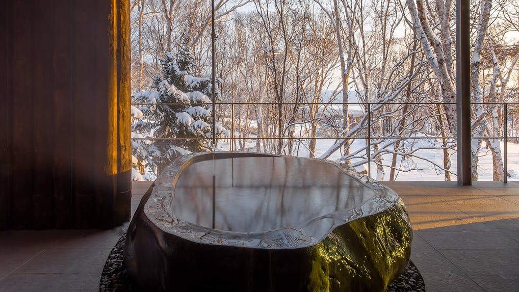 「雪見風呂」で冬の絶景を満喫できる宿 6選