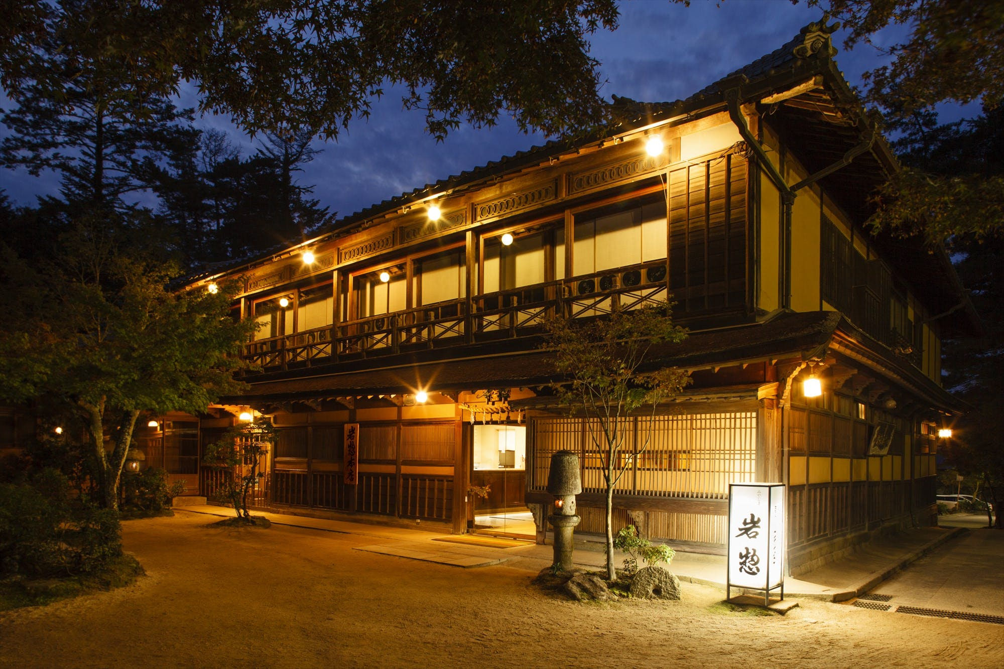 日本三景「宮島」の自然と旬の幸に巡り合う老舗宿