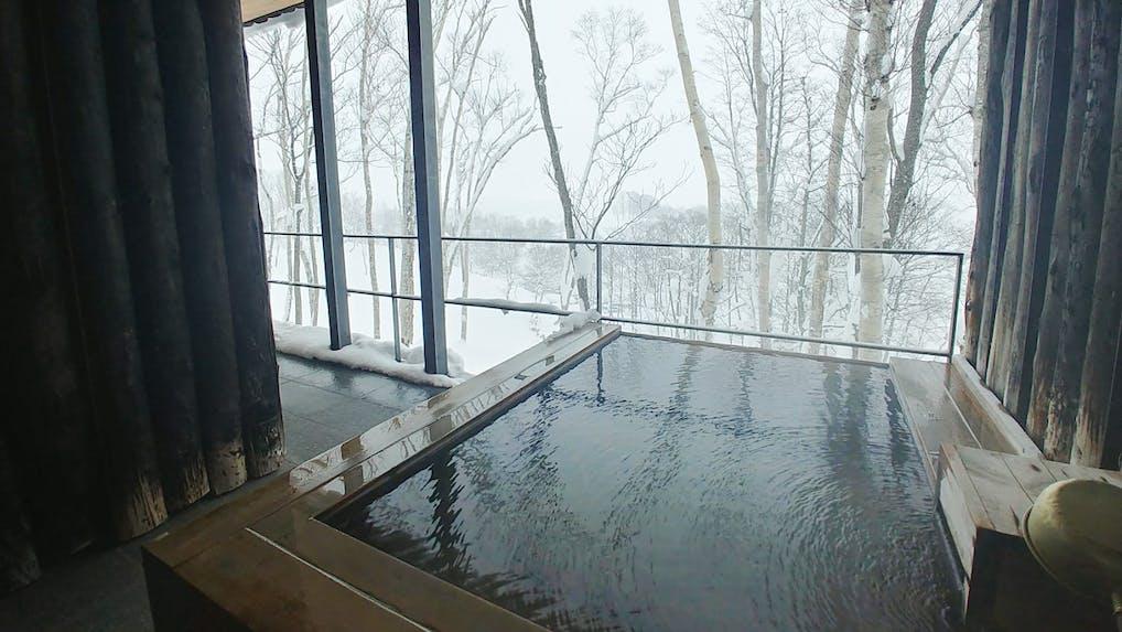 一面の銀世界に囲まれた冬の「坐忘林」で過ごす大人旅