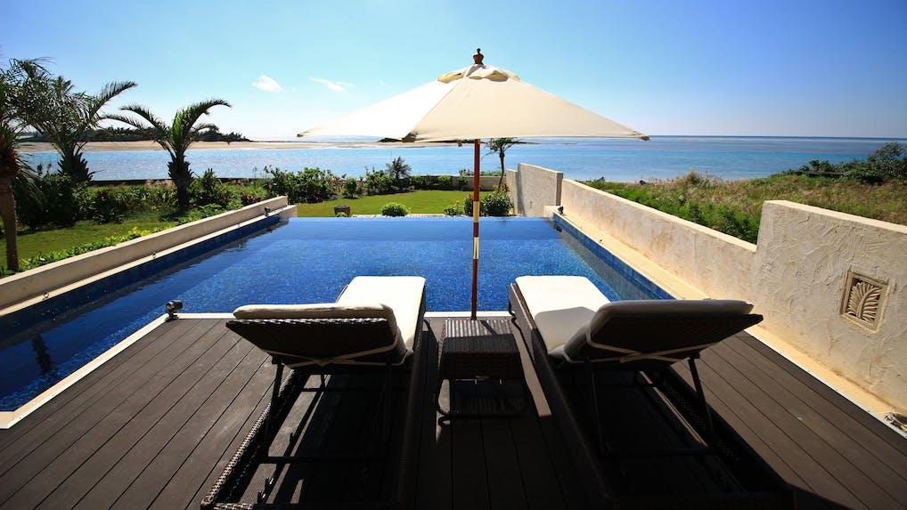 贅沢を楽しむ沖縄のプライベートプール付ヴィラ 5選