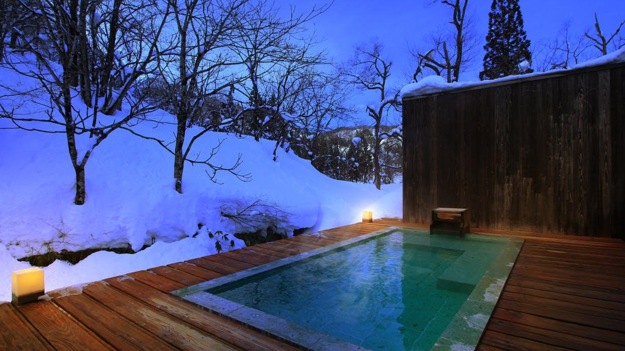わざわざ出かけたい、豪雪地帯の雪見露天風呂