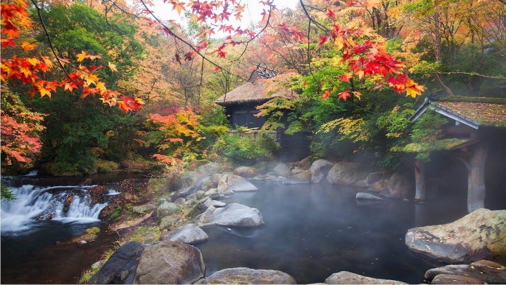 奥黒川の渓流に沿う露天風呂で、深呼吸をひとつ、ふたつ。