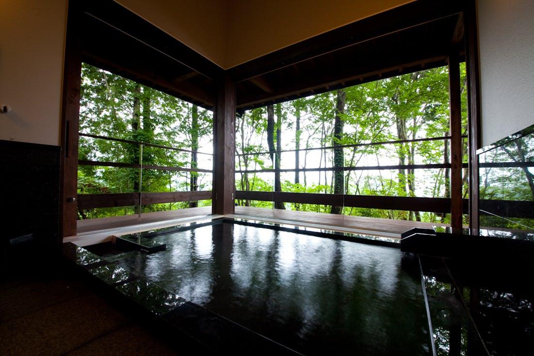 「離れ」と「別邸」を寛ぎ方で選ぶ湯布院の贅沢湯宿