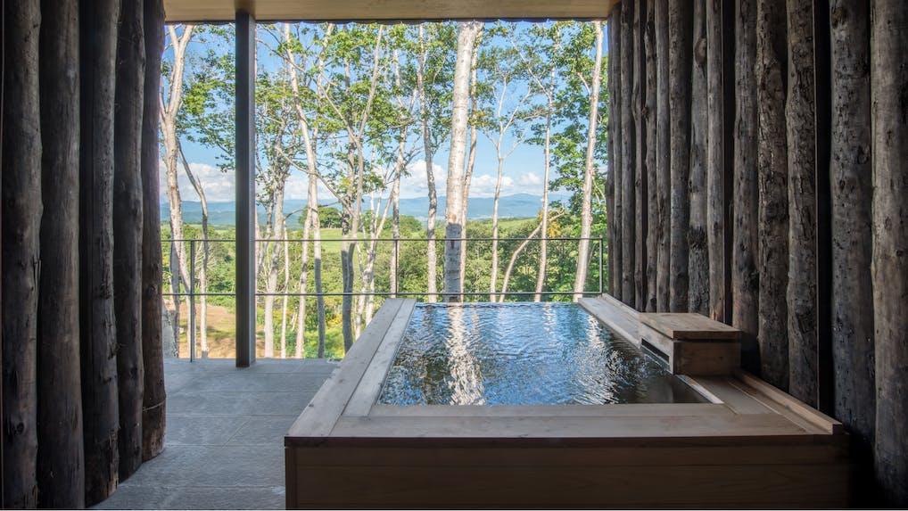 北海道ならではの絶景と美食を求めて春の「坐忘林」へ