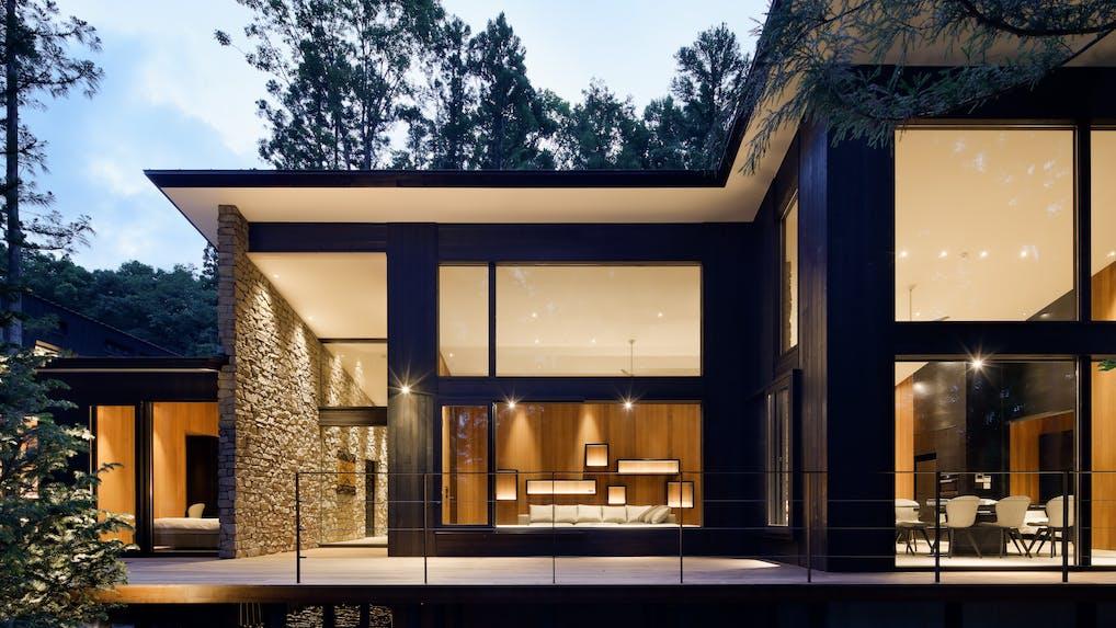 豪邸を独り占めできる関東近郊の貸別荘 5選