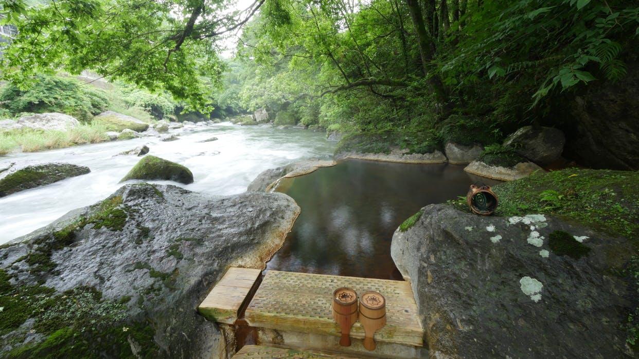 「1/fゆらぎ」に癒される渓流沿いの露天風呂 西日本編