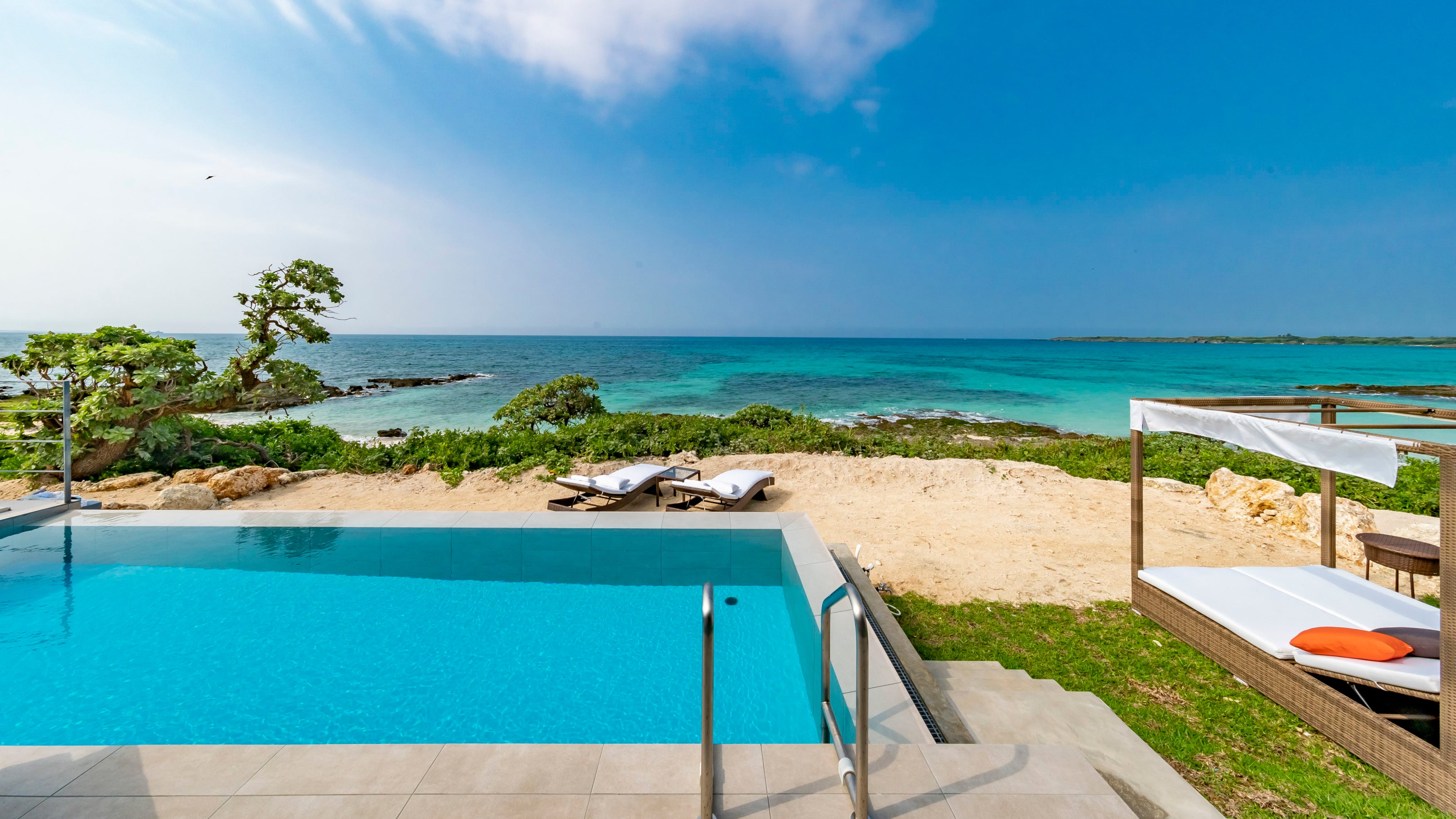 海が見えるプライベートプール付き沖縄ヴィラ 5選