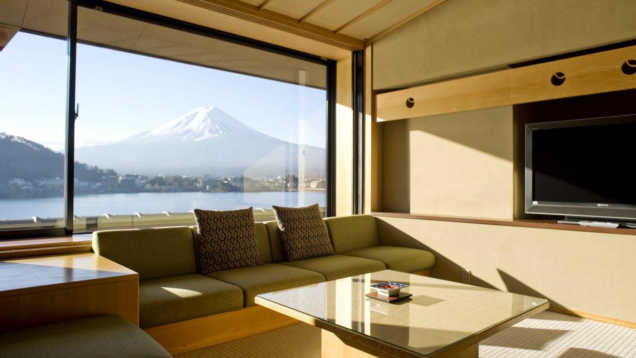 富士山と河口湖のダブルビューに感動する宿