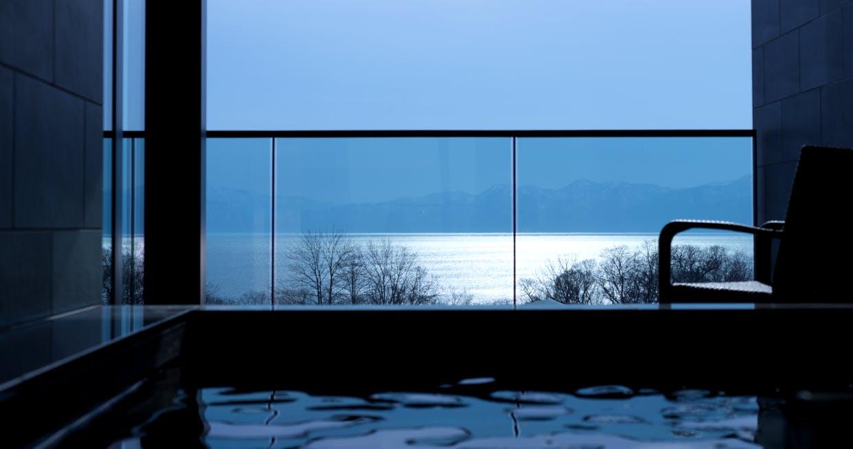 支笏湖ブルーに染まる全室100平米以上の宿が誕生