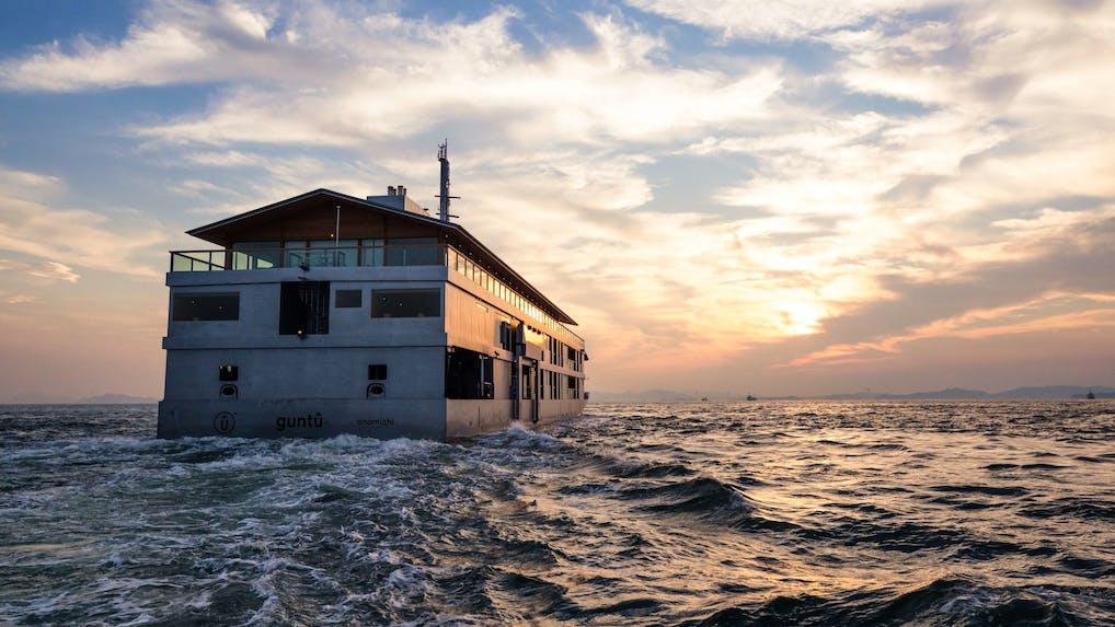 豪華客船 & 最高級バスで楽しむ上質な旅