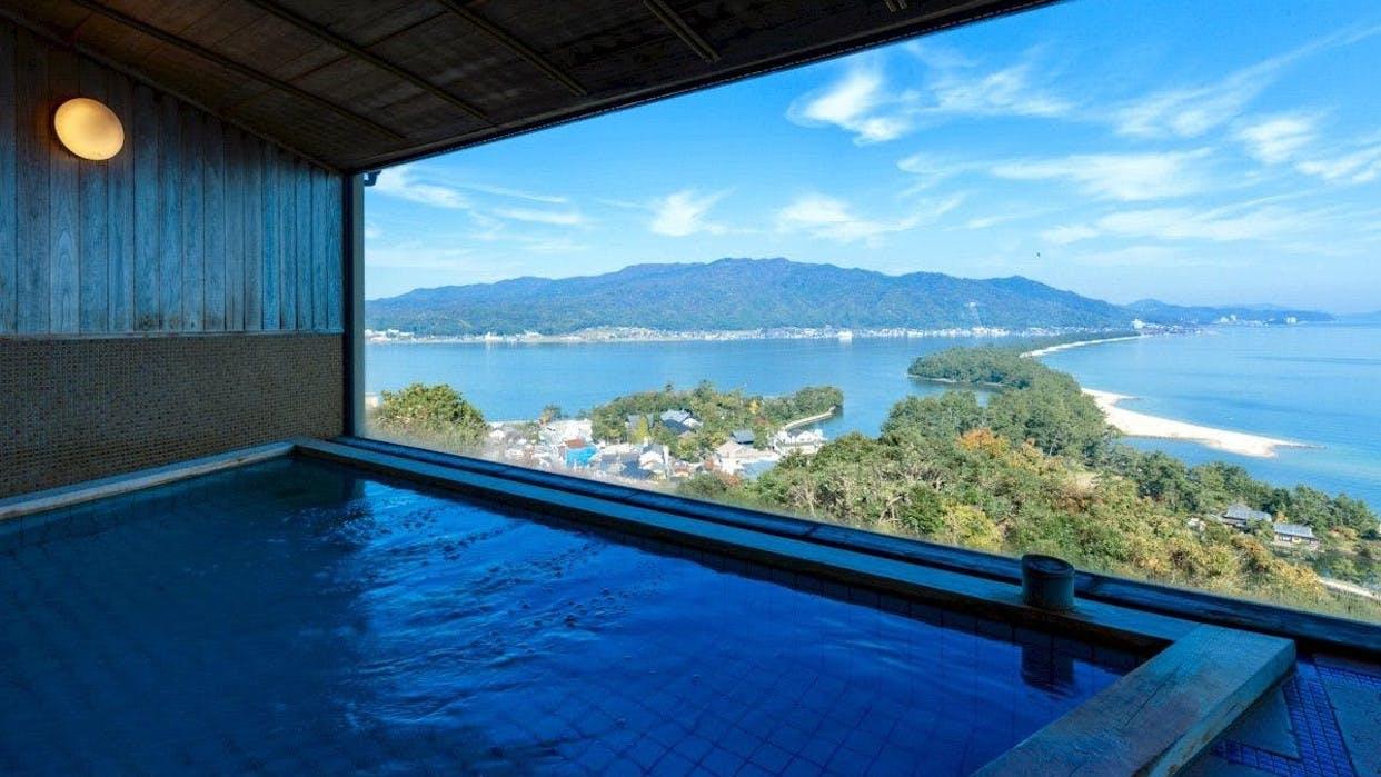 天橋立の絶景を客室や展望大浴場で独り占めする老舗宿
