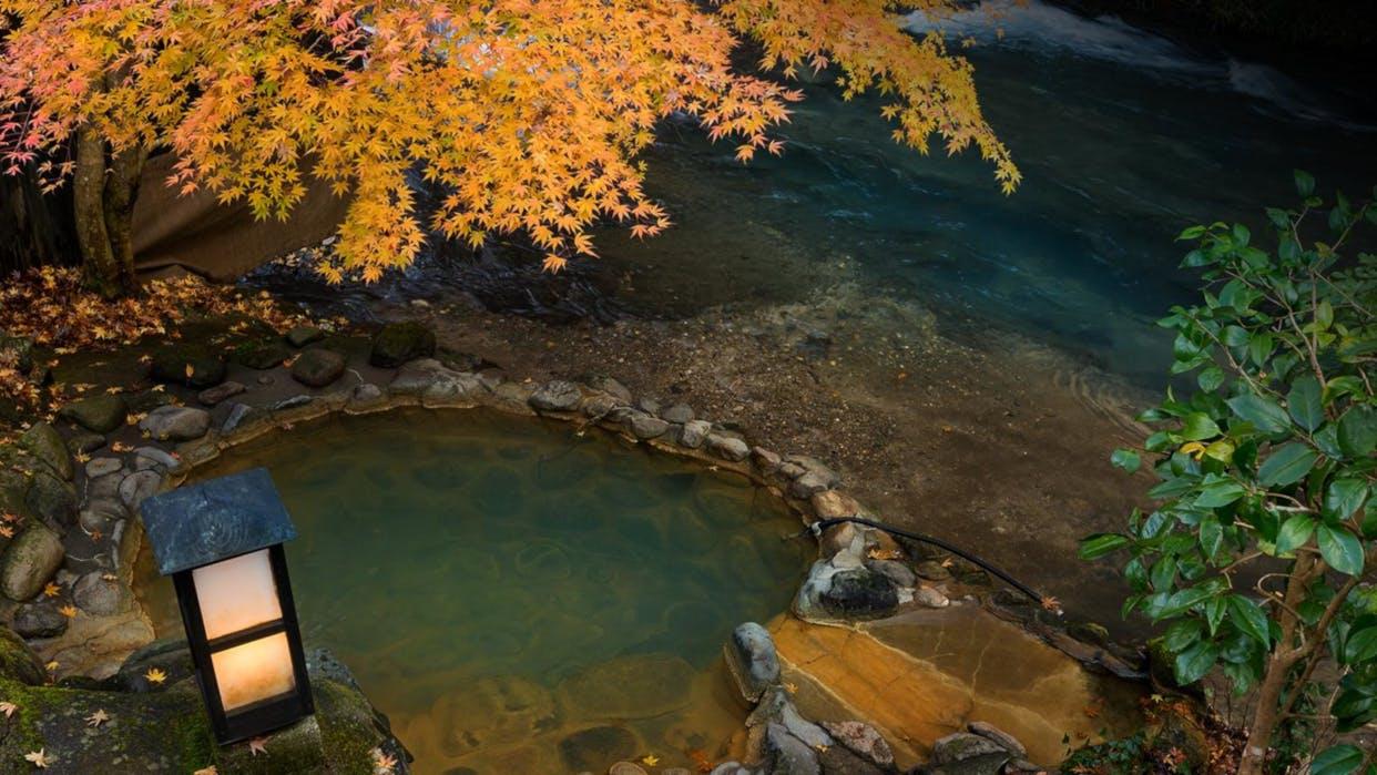 渓流沿いの露天風呂で紅葉が愉しめる宿 西日本編
