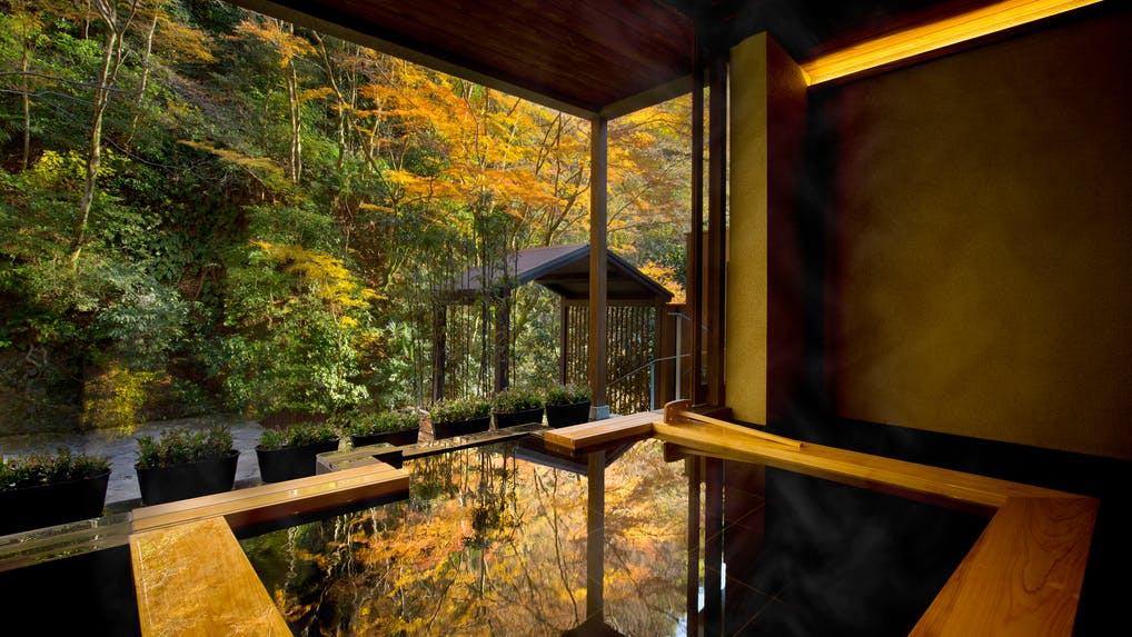 渓流沿いの露天風呂で紅葉が愉しめる宿特集