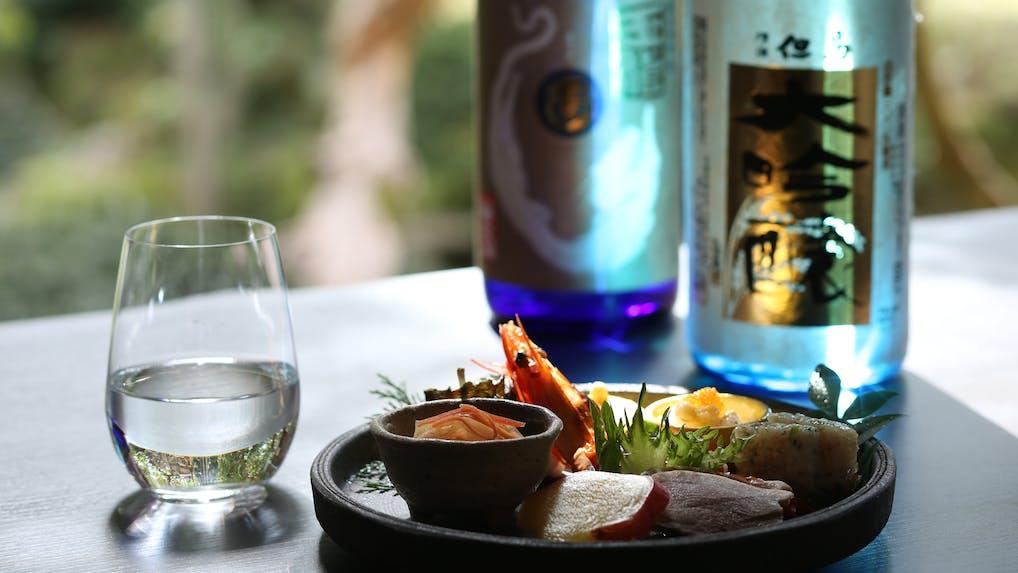 """美味しい料理とお酒を堪能!地元ならではの""""美酒旅""""が叶う宿5選"""