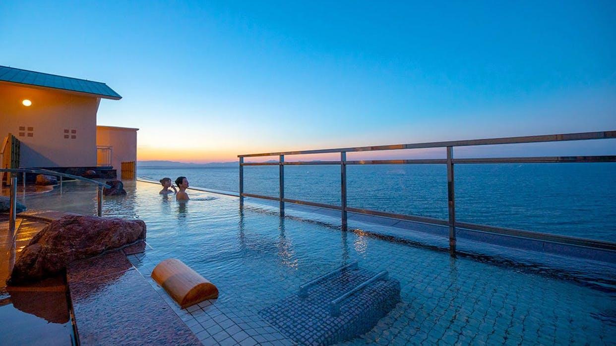 絶景インフィニティ風呂と客室露天風呂を満喫する鳥取の温泉宿