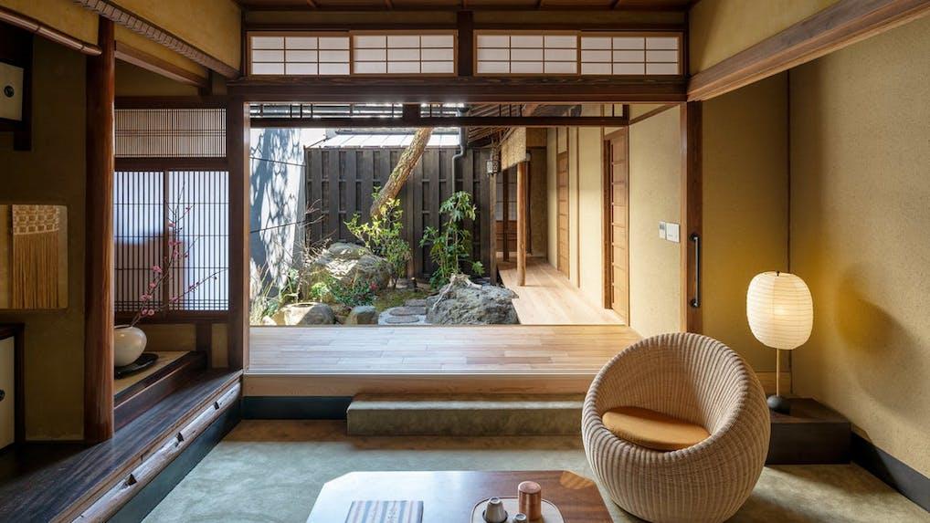 和菓子がテーマの雅な京町家でアートと歴史に戯れる