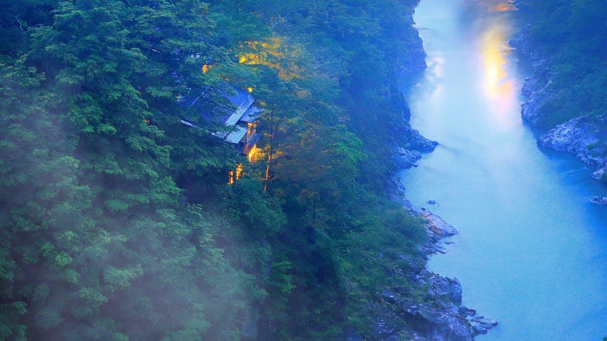 温泉で、料理で、ロケーションで、長野・天竜峡をとことん味わう宿