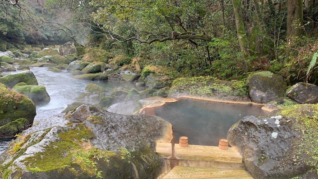 【取材】鹿児島の渓流沿いに佇む野趣溢れる露天風呂を持つ温泉宿