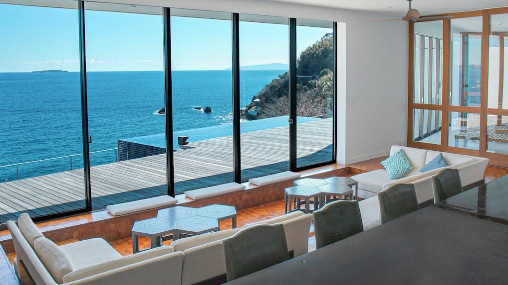 海の景色と波音に癒されるオーシャンフロントのリゾートホテル5選