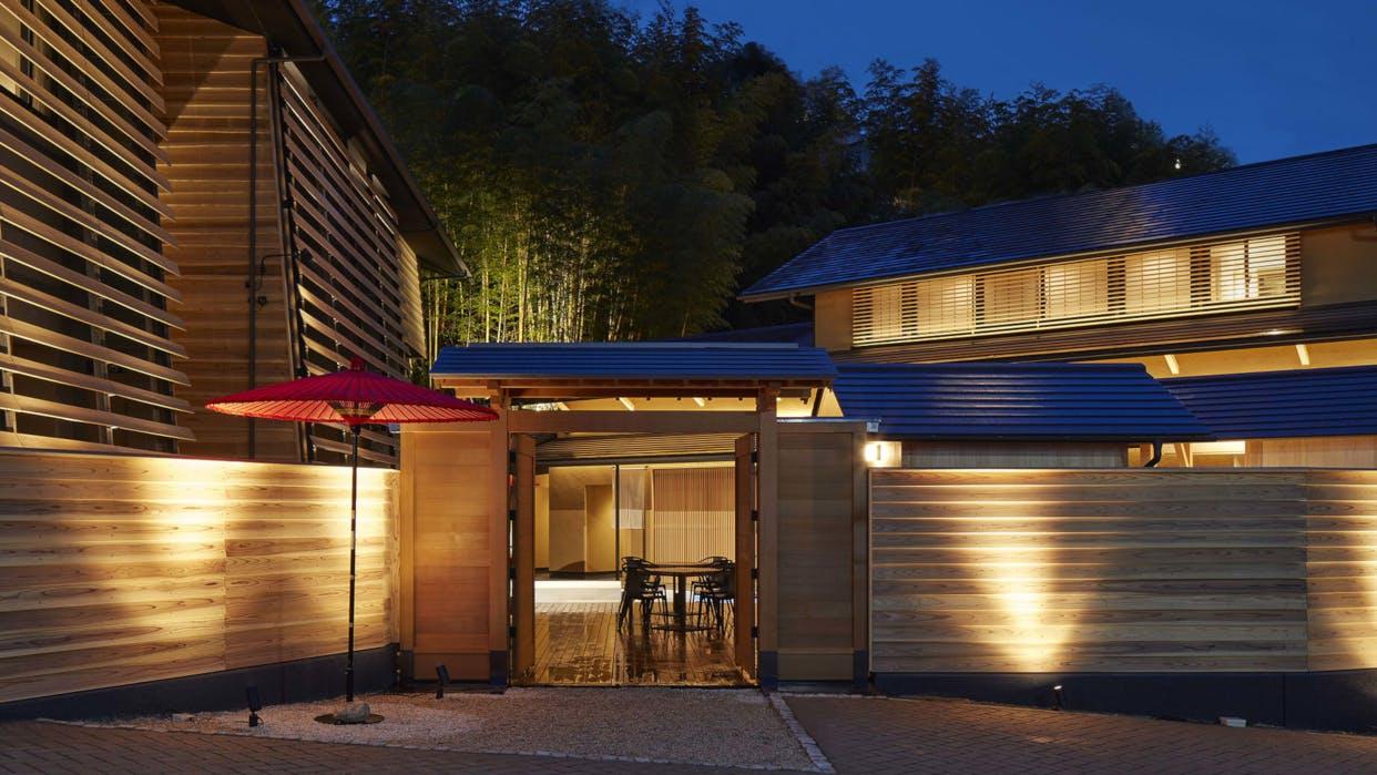 愛媛・道後温泉で木の温もりと生湯に包まれる10室のみの宿