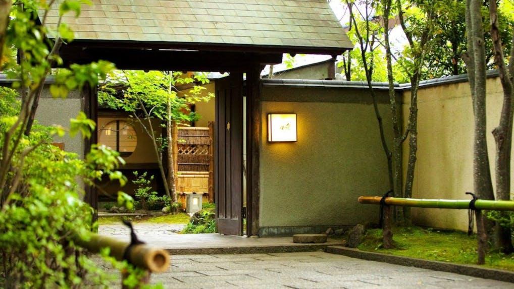 湯布院の名湯と旬の味覚をお部屋で楽しめる純和風の料理宿