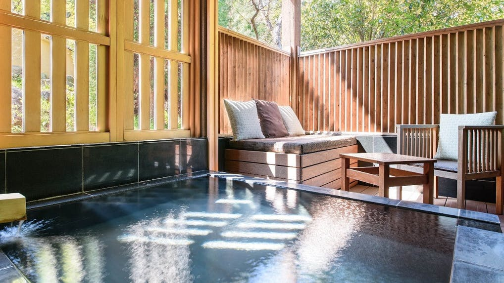 【箱根・熱海・伊豆】お部屋で露天風呂も内風呂も愉しめるおこもり宿特集