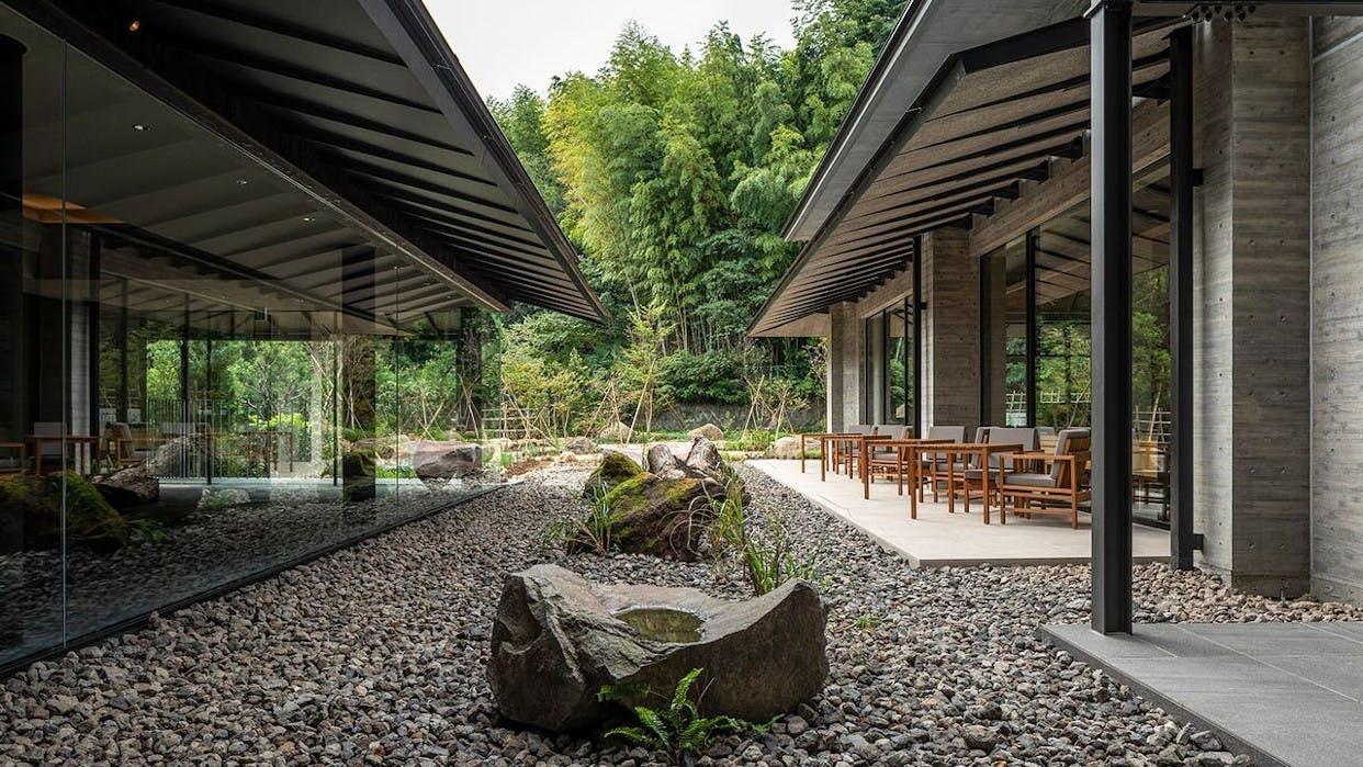 2020年11月開業、熱海の奥座敷に佇む美しい自然に囲まれた温泉宿