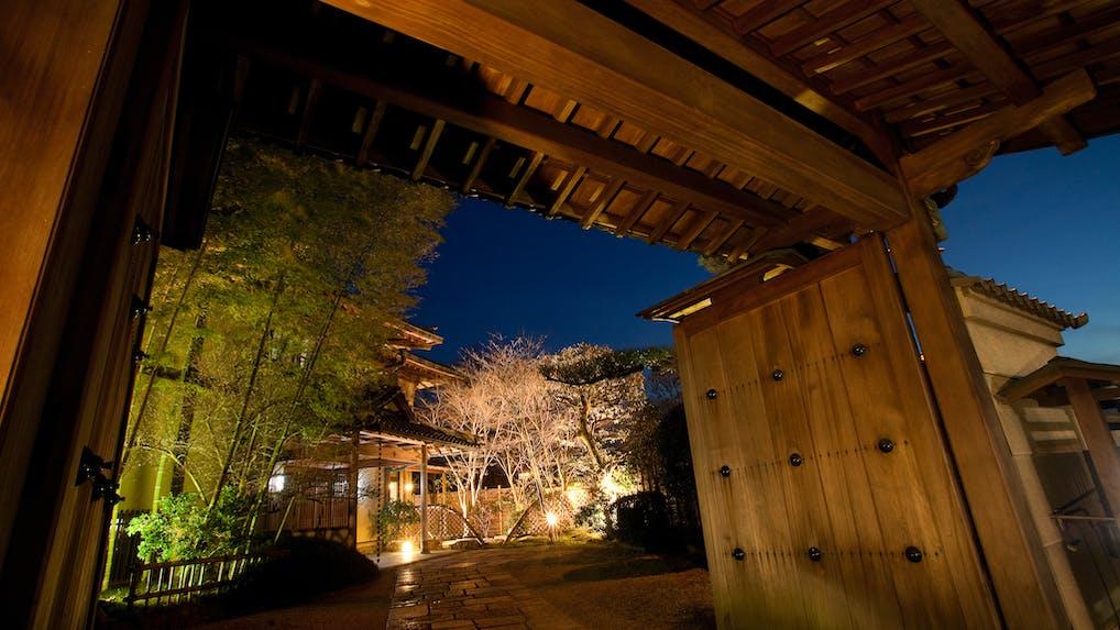 全9室、奈良公園の中に佇む創業百余年の純和風宿「四季亭」