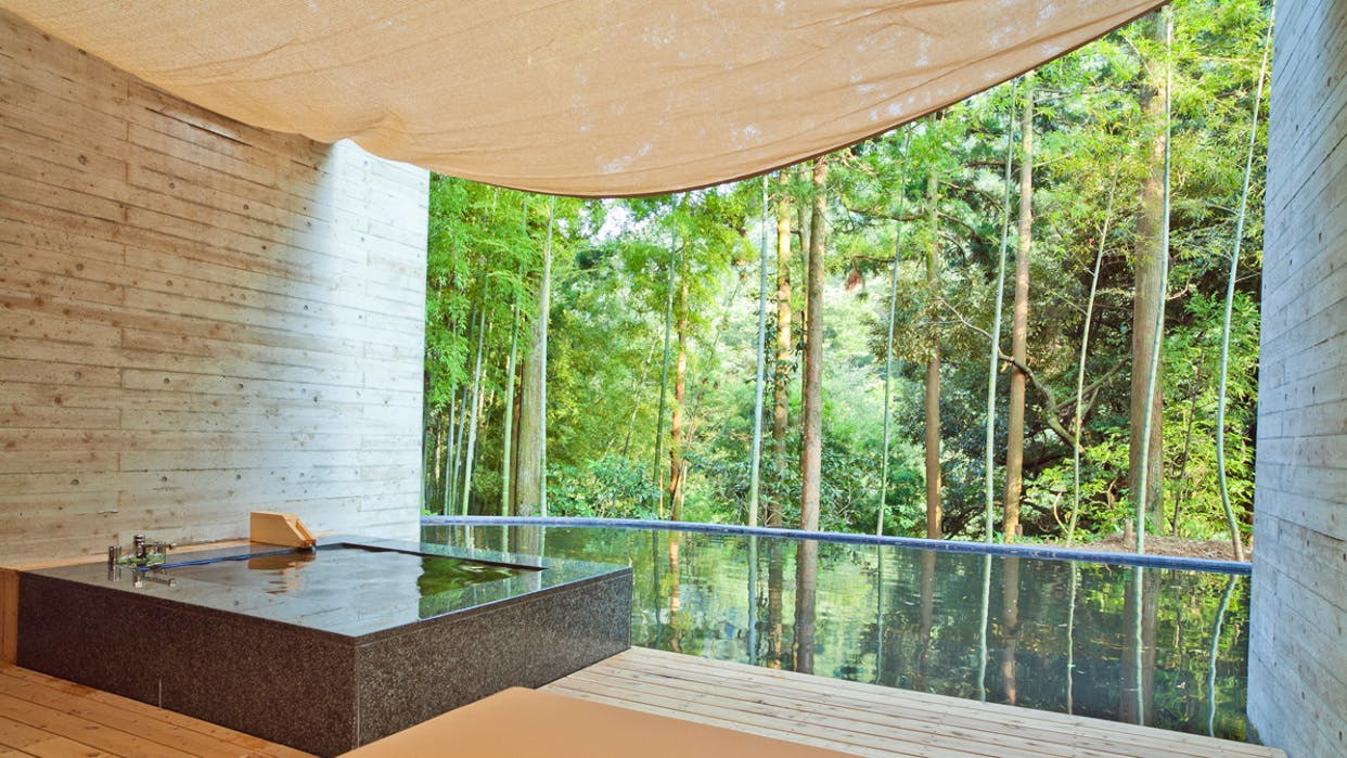 箱根の森に癒される、客室露天風呂で寛ぐ大人のおこもり宿